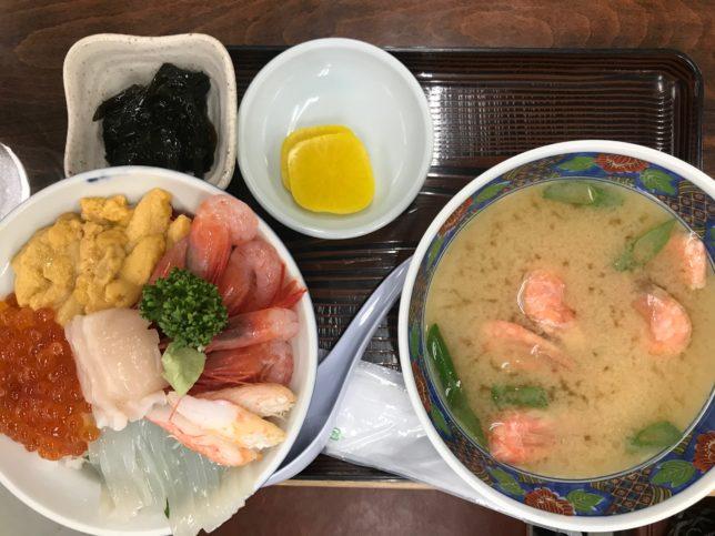 食堂うしおの海鮮丼